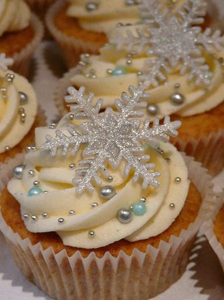 Beautiful Snow Flakes Christmas Cupcakes