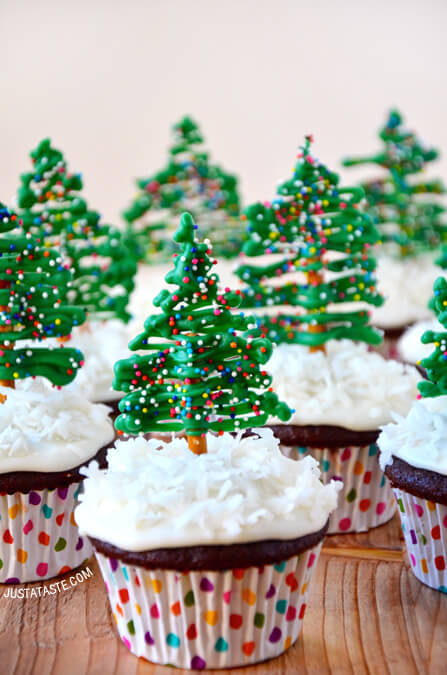 Christmas Tree Cupcakes with Cream Cheese Frosting
