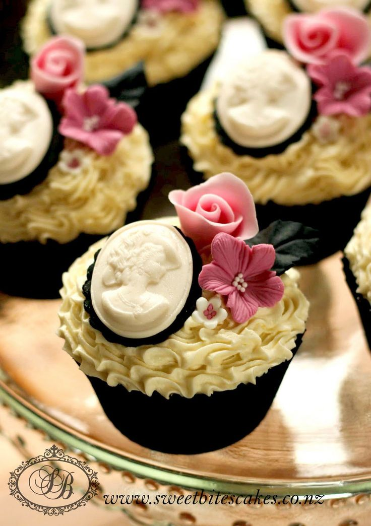Brooch And Flowers Cupcake