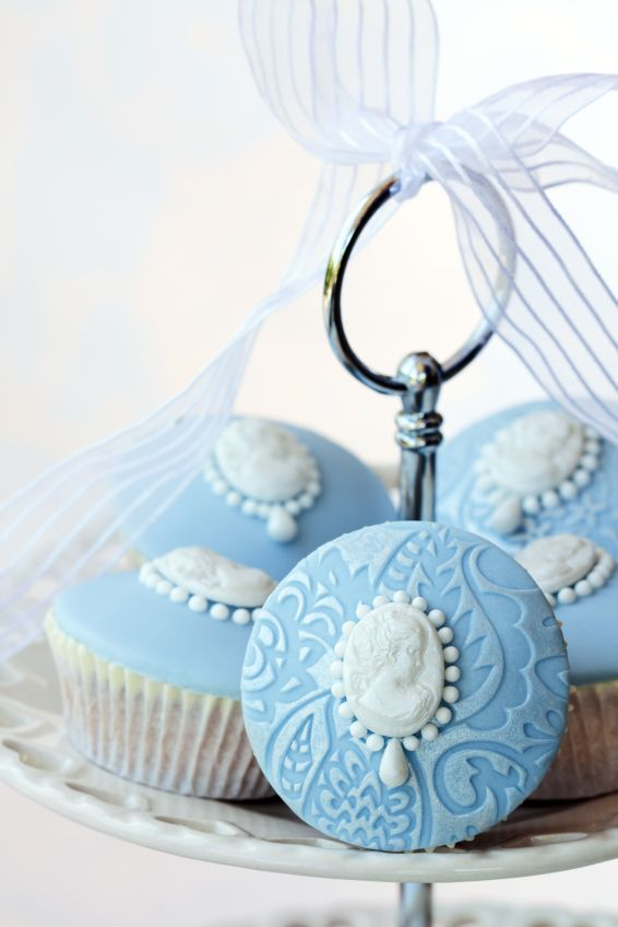 Lovely Brooch Cupcakes