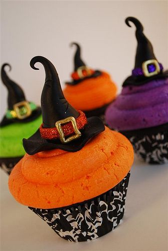4 Colorful Witch Hat Cupcakes