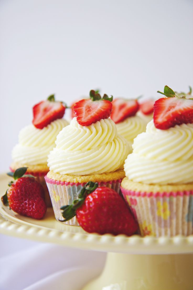 Gorgeous Fluffy Coconut Cupcakes
