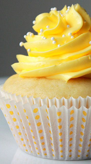 Lemon Cupcakes With White Pearls