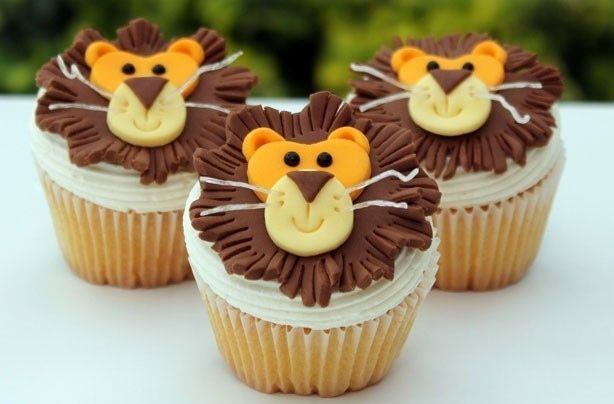 Lion Topped Cupcakes