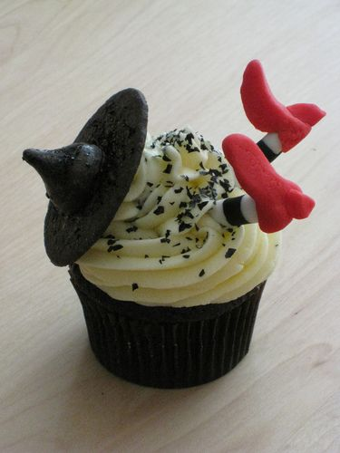 Oreo Made Witch Hat Cupcakes