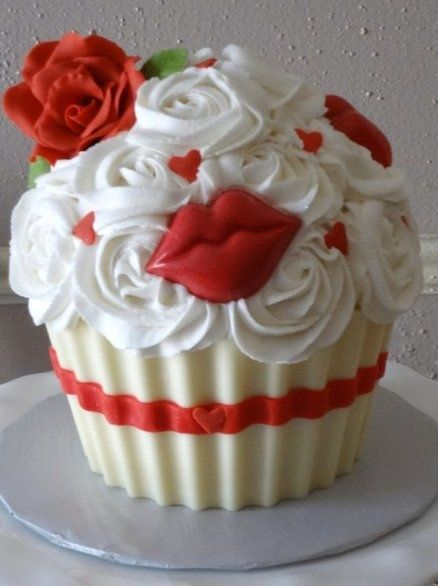 Red Lips Valentine's Day Cupcakes