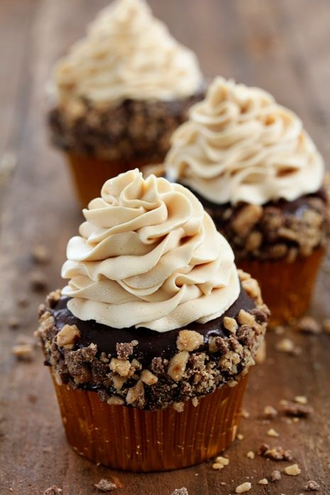 Sweet Toffee Crunch Cupcakes