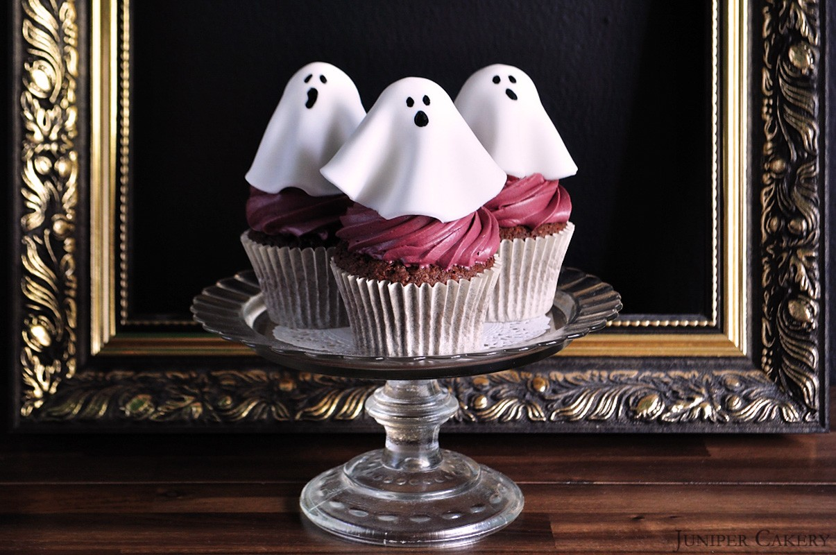 Classy Ghost Cupcakes