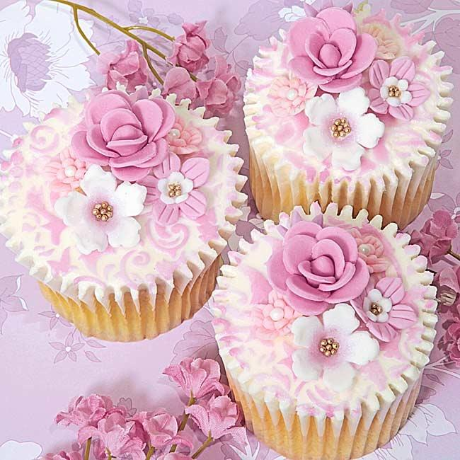 Elegant Pink And White Flowers Cupcakes
