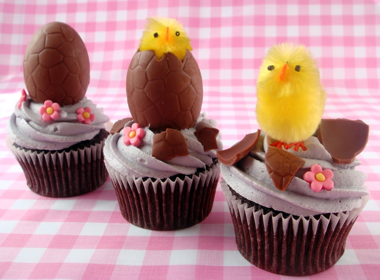 Hatching Egg Easter Cupcakes