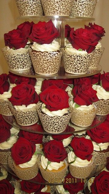 Red Roses Wedding Cupcakes