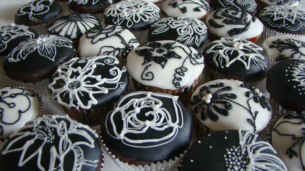 Awesome Black and White Cupcakes