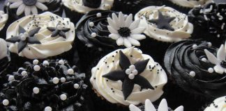 Black and White Flower Cupcakes