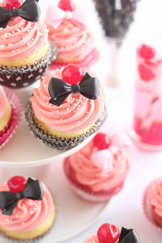 Bow Cocktail Cupcakes