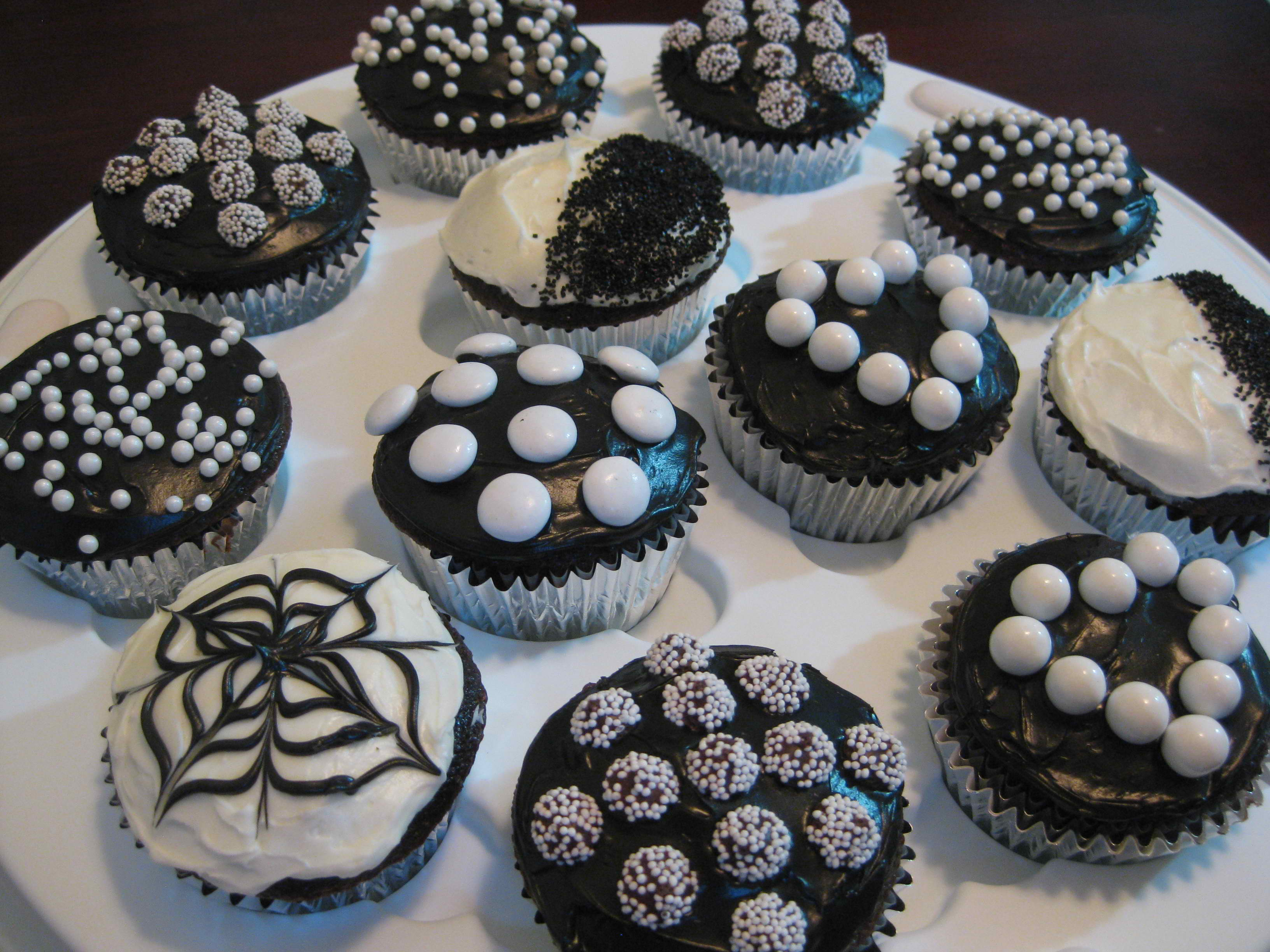 Different Sytles of Black and White Themed Cupcakes