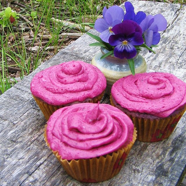 Fluffy Wild Blueberry Cupcakes