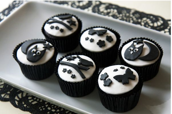 Halloween Black and White Cupcakes