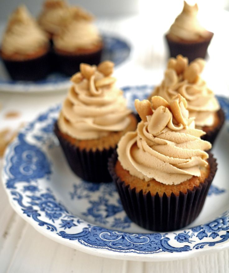 Peanut Butter Frosted Banana Cupcakes