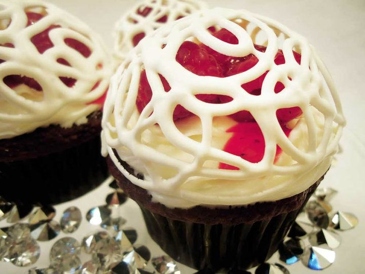 Pretty White Chocolate Cupcakes