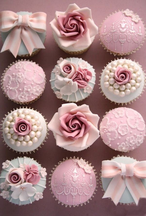 Vintage Bow Cupcakes