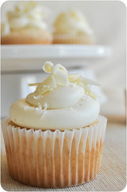 White Chocolate Cupcakes with Vanilla Bean