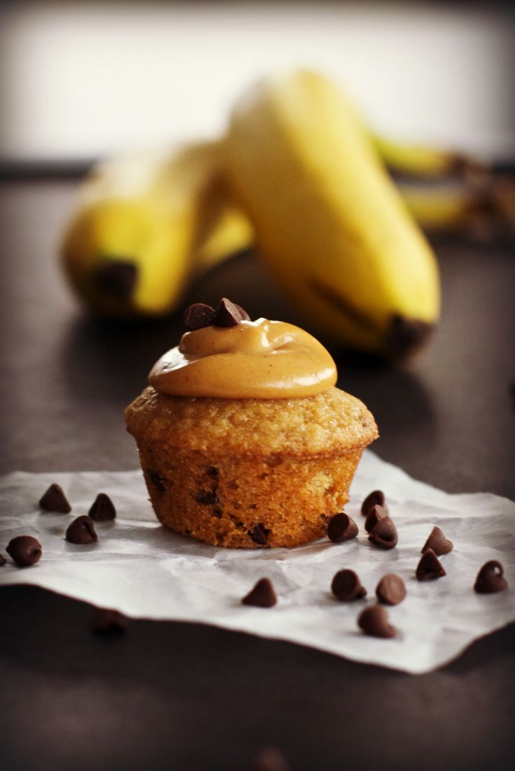 Yummy Peanut Butter Frosted Banana Cupcakes