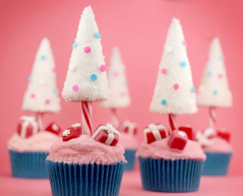 Fancy Christmas Tree With Gifts Cupcakes