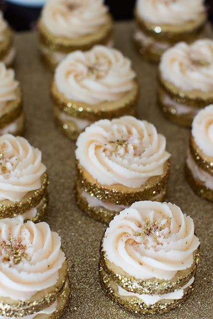 Glitter Holiday Cupcakes