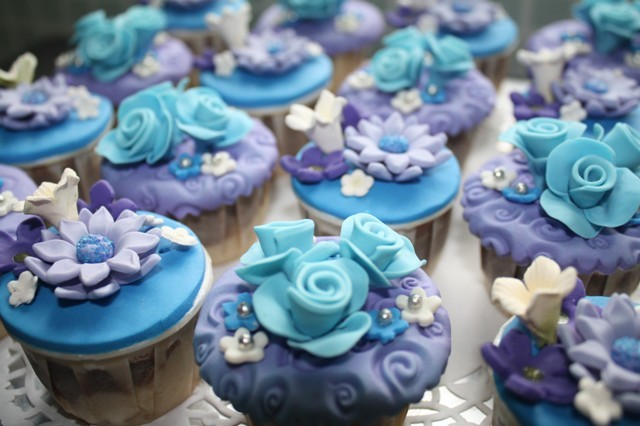 Lovely Blue Flowers Cupcakes