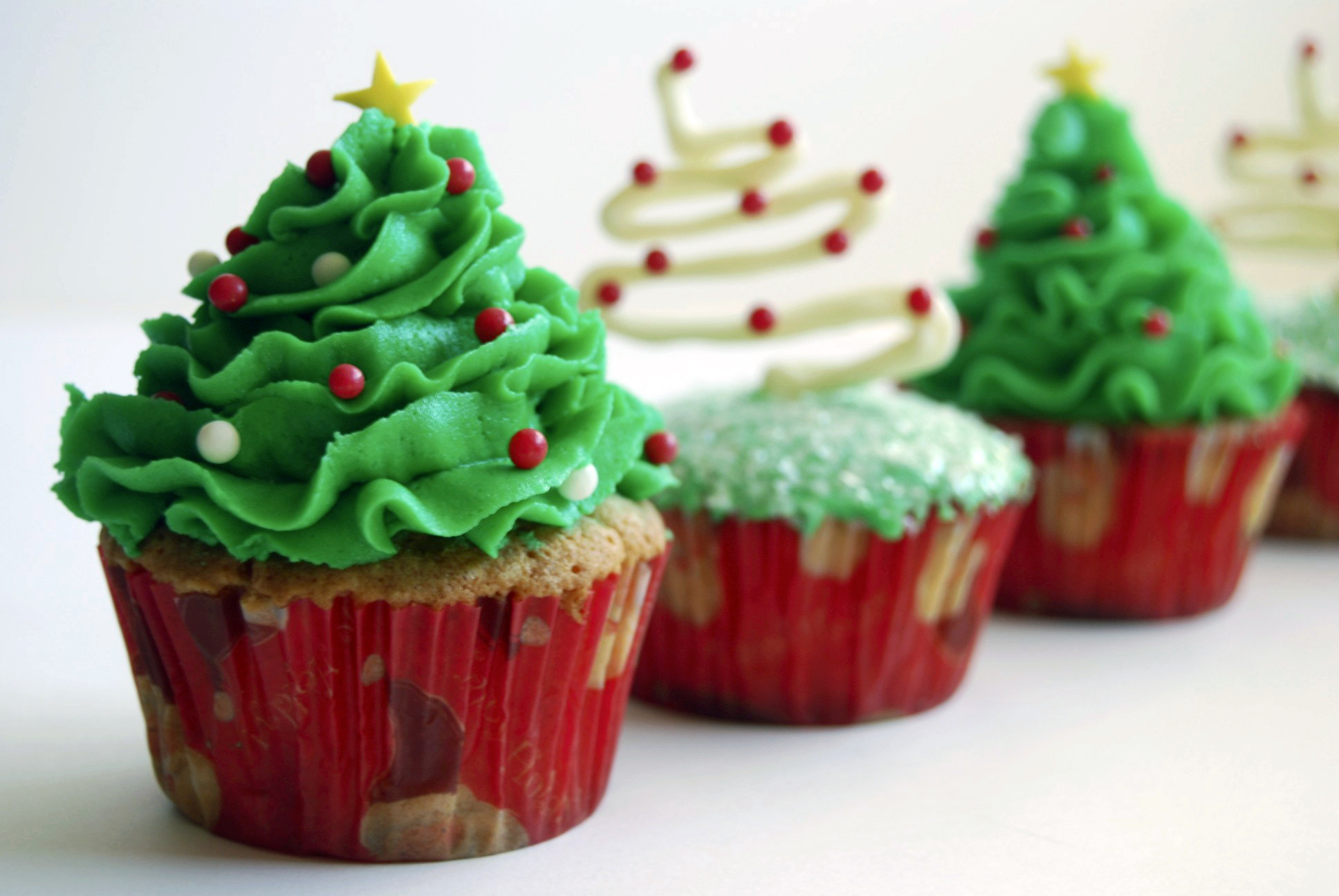 Quirky Charismatic Christmas Tree Cupcakes