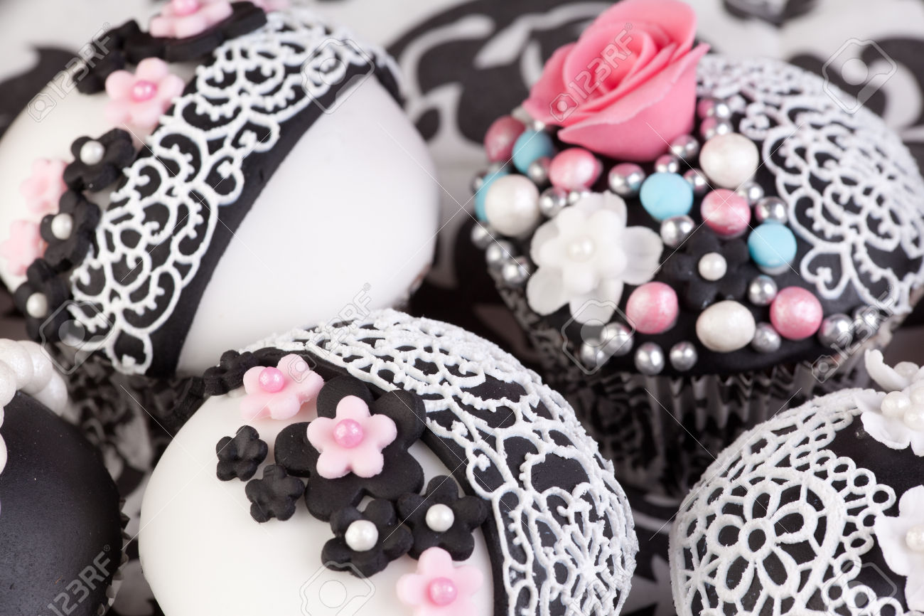 Black And White Lace Cupcakes