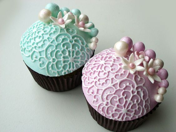 Gorgeous Pearl Lace Cupcakes