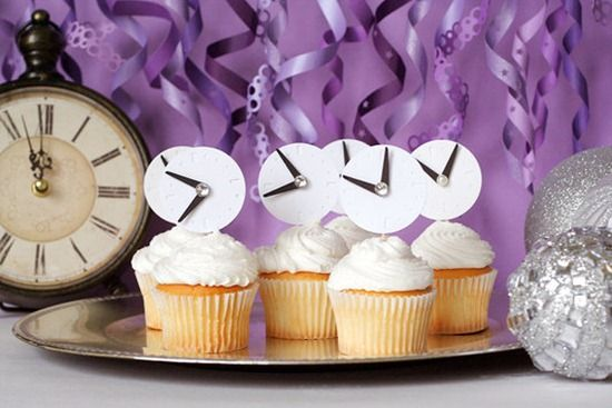 Simple Clock Topped Cupcakes