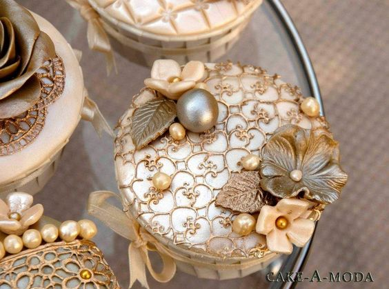 Stunning Gold Decorated Cupcakes